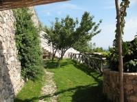 terrace-witrh-pool