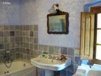 batroom-with-tub